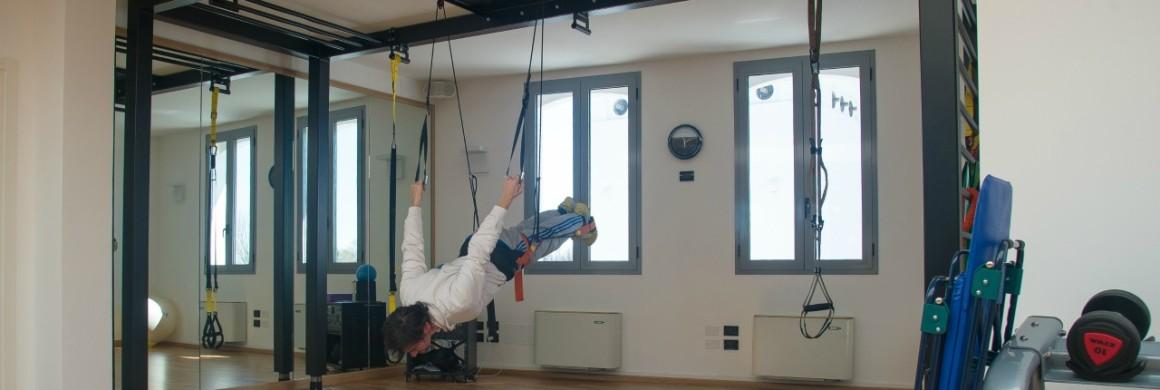 allenamento in sospensione su struttura metallo palestra Treviso