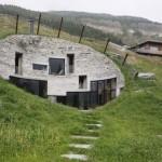 villa scavata nella montagna